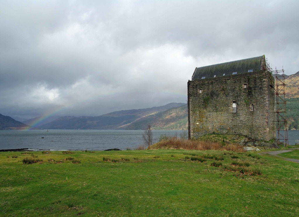 Rainbow on Carrick Castle.