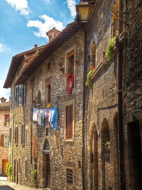 Old houses in the medieval walled town of gubbio italy for Classic italian house