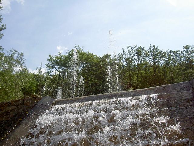 Cascade dans jardin d 39 eau flickr photo sharing for Cascade d eau jardin