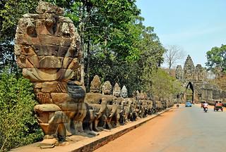 Cambodia-2521 - South Gate Causeway