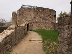 alter Weg zum Wehrturm