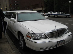 automobile(1.0), automotive exterior(1.0), lincoln motor company(1.0), vehicle(1.0), full-size car(1.0), sedan(1.0), land vehicle(1.0), luxury vehicle(1.0), limousine(1.0),