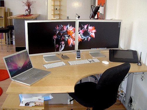 50 greatest computer workstation pc mac setups hongkiat - Home designer mac ...