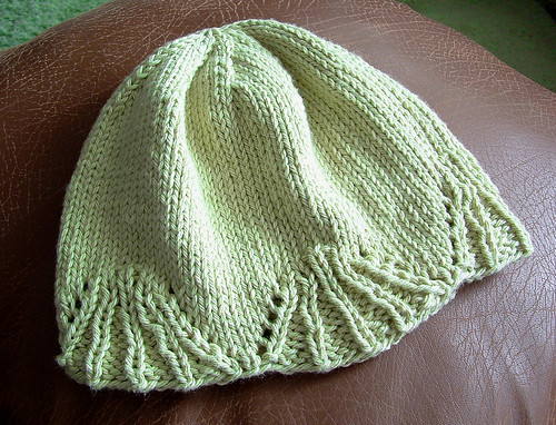 scallop-edged-baby-hat