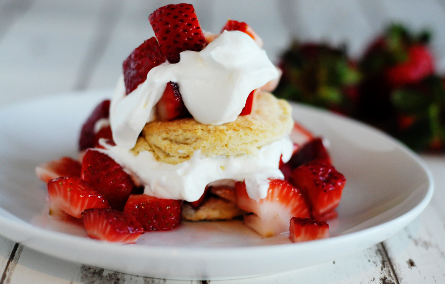 Old Fashioned Strawberry Shortcake Cake Recipe