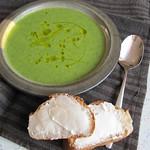 ©Ruccola-Zucchini-Suppe mit Ziegenkäsebaguettes