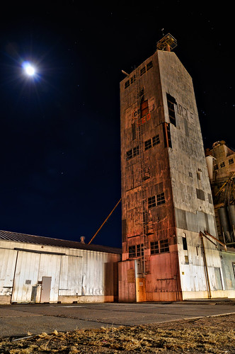 urban moon tower night rural landscape evening nikon colorado decay weld structure moonlit co moonlight agriculture lunar 2009 grainelevator afterdark neco ault d300 farr 1735 clff aplusphoto