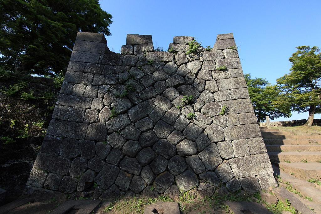 Stone wall / 石垣(いしがき)