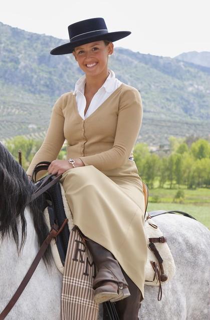 Silla de montar a caballo nina lado flickr photo sharing for Sillas para caballos