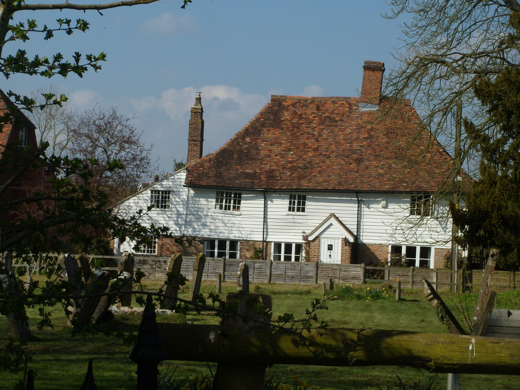 Quaint house, nearing Headcorn Shipboard is typical of the area. Staplehurst to Headcorn