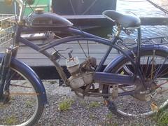 automotive exterior(0.0), mountain bike(0.0), chopper(0.0), moped(1.0), wheel(1.0), vehicle(1.0), motorcycle(1.0), land vehicle(1.0), bicycle(1.0),