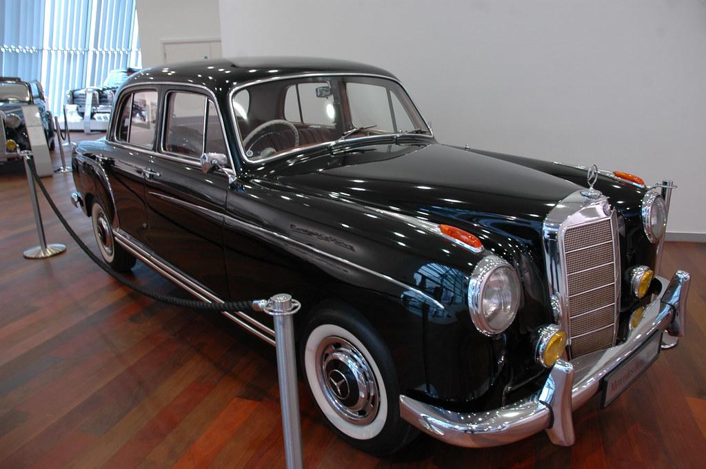 Mercedes benz world brooklands for Mercedes benz brooklands