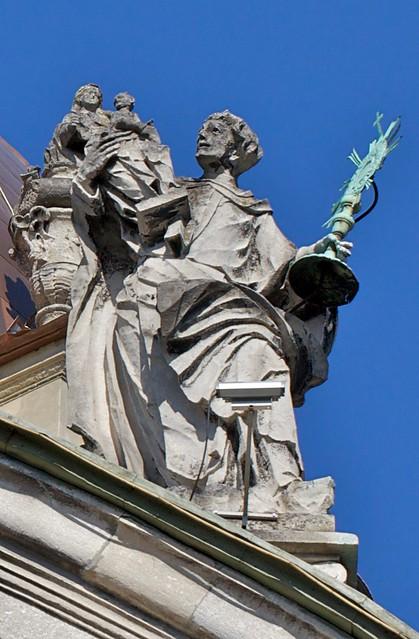 Dominican Church, statue on the cupola. Lviv, Ukraine (Домініканський собор, статуя на куполі. Львів, Україна)