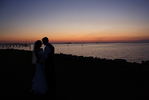 wedding sunset lake groom bride kiss southcarolina somerset brideandgroom lakemoultrie