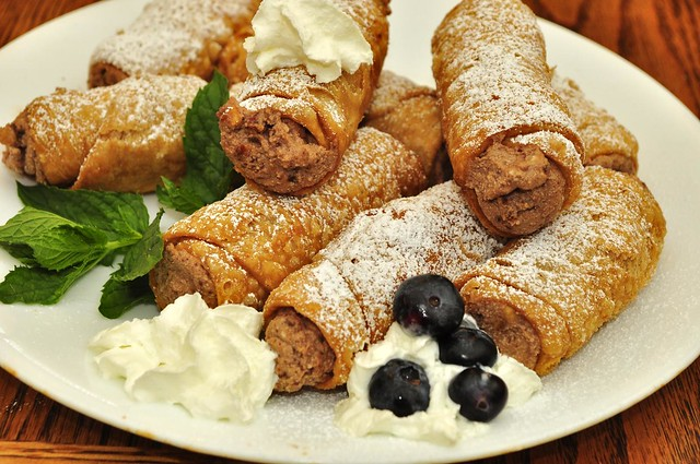 Chocolate filled cannolis by CC user jeffreyww on Flickr