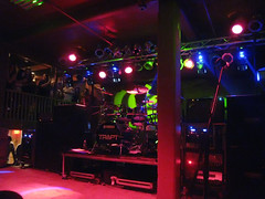 strip club(0.0), stage(0.0), bar(0.0), music venue(1.0), music(1.0), disco(1.0), nightclub(1.0),