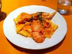 spaghetti(0.0), tteokbokki(0.0), meal(1.0), seafood(1.0), produce(1.0), food(1.0), scampi(1.0), dish(1.0), cuisine(1.0),