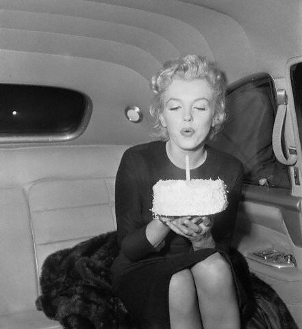 Marilyn Monroe: Happy Birthday, Mr. President | LUUUX