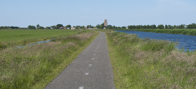 Bike path through the Polder