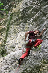 jumping(0.0), free solo climbing(0.0), abseiling(0.0), canyoning(0.0), adventure(1.0), sports(1.0), recreation(1.0), outdoor recreation(1.0), rock climbing(1.0), sport climbing(1.0), extreme sport(1.0), climbing(1.0),