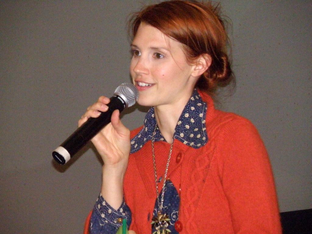 Julie McNiven
