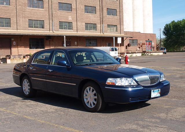 2009 Lincoln Town Car 1