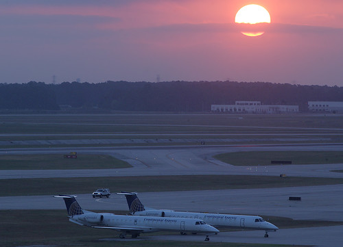 morning sunrise dawn airport texas houston iah embraer georgebushintercontinentalairport continentalexpress emb145