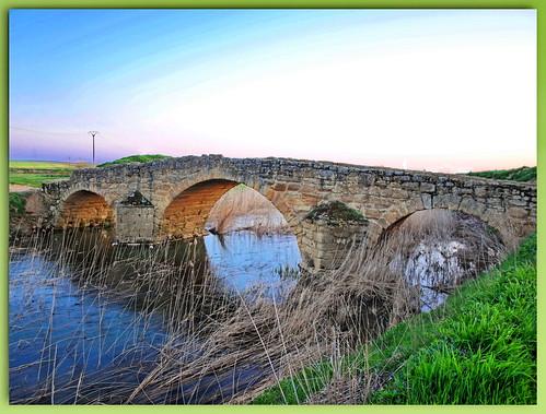 Becilla de Valderaduey (Valladolid). Puente romano
