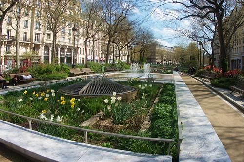Paris boulevard richard lenoir 1 les jardins a photo on for 4 rue richard lenoir