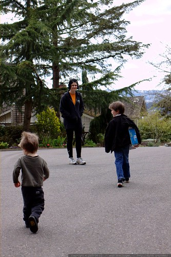 rachel and her boys walking out of the cul de sac    MG 1454
