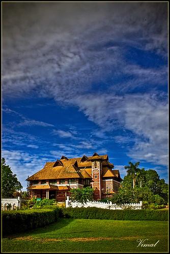 sky india building museum architecture canon kerala napier hdr oldbuilding trivandrum redbuilding 500d vimal napiermuseum 1855mmis rebelt1i vimalvp