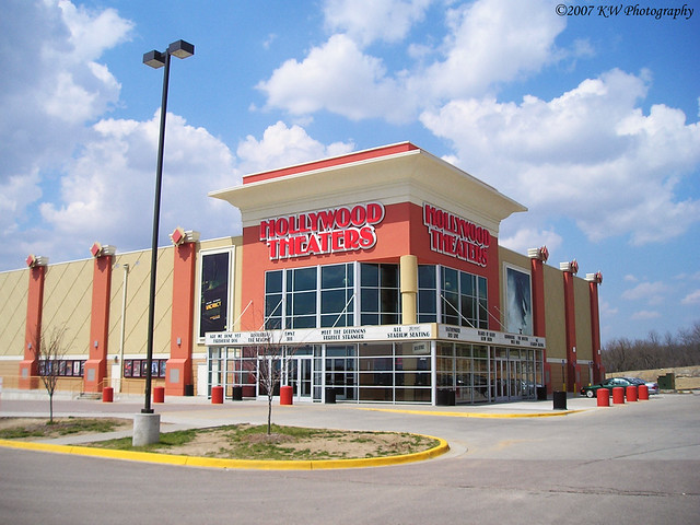 Regal Cinemas Hollywood 14 - Topeka - S.W. 6th Ave., Topeka, Kansas - Rated based on Reviews