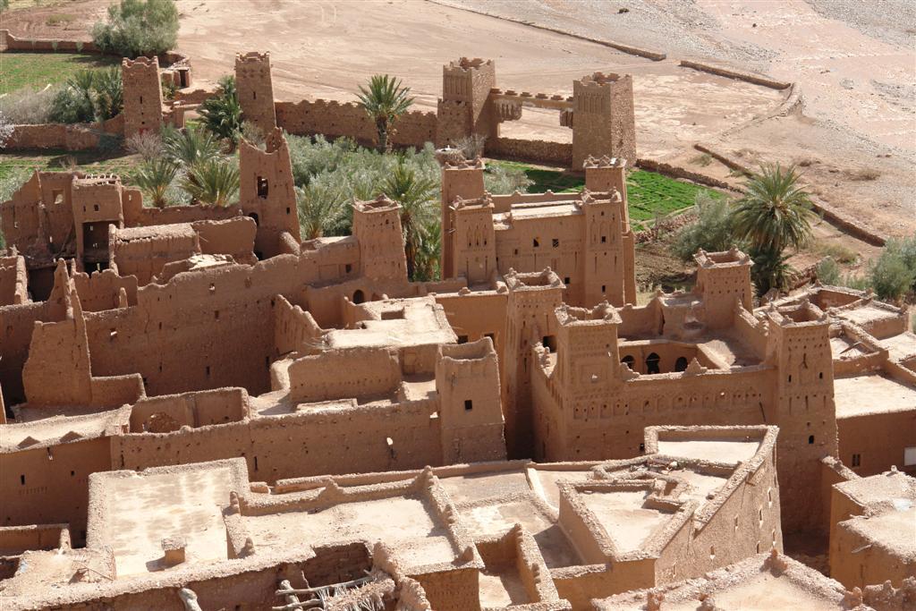 Vista de los Kasbah desde lo alto de la montaña