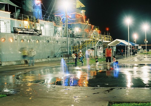 slr night marina mexico 50mm noche nikon barco armada walmart 35mmfilm guanajuato museo nikkor f18 veracruz c41 konicacenturia100 bocadelrio f401x filmscanned n5005 cañonero plazabanderas