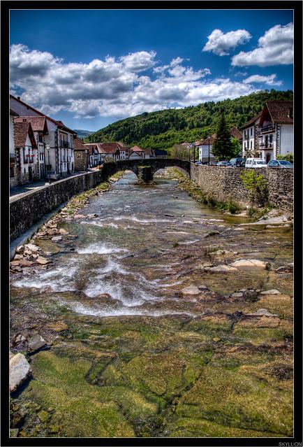 Otxagabia pueblo en los Pirineos, Navarra (España)