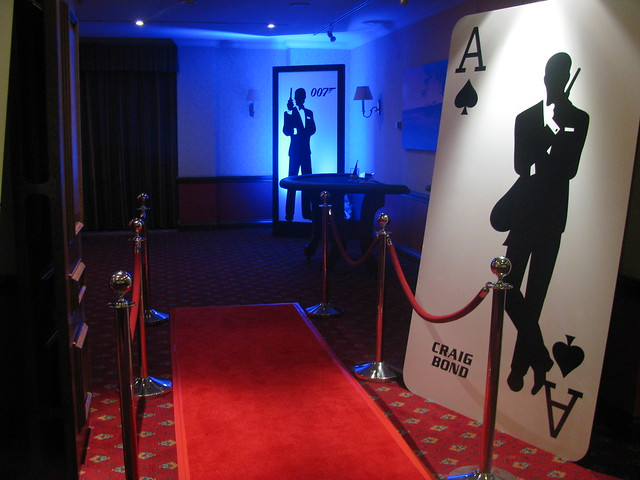 James bond red crpet entrance 007 casino party hire for 007 decoration ideas