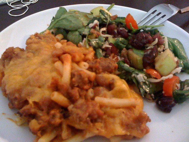 Veggie Chili mac'n'cheese and Cindy's awesome salad | Flickr - Ph...
