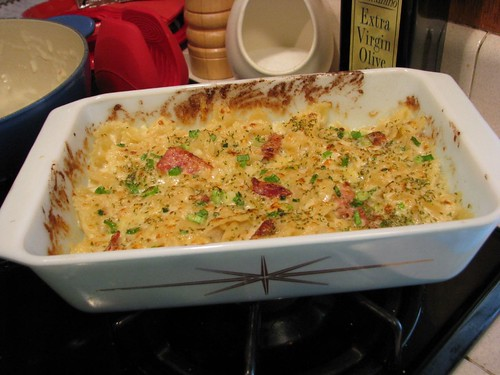Horseradish Mac n' Cheese with Bacon in Pyrex Starburst