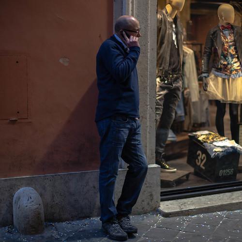 Handy in der Stadt; copyright 2014: Georg Berg