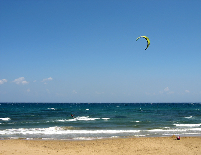 Kitesurfing in Georgioupolis, Crete