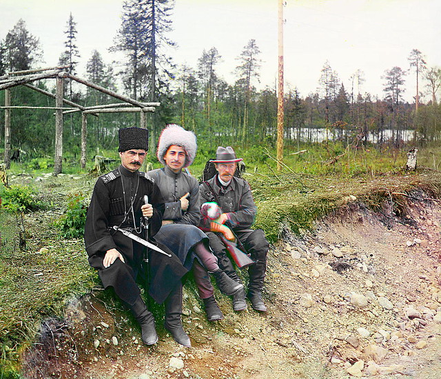 Prokudin-Gorskiy alongside two men, Murman, 1915