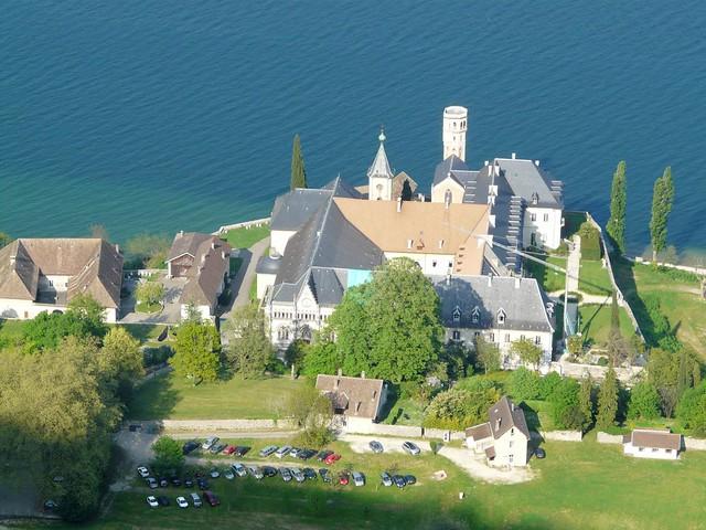 Hautecombe depuis le tour du Lac du Bourget