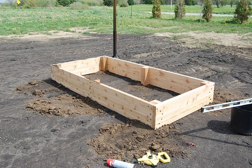raised garden beds cedar fence 2