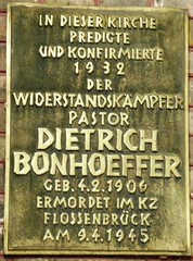 Photo of Dietrich Bonhoeffer bronze plaque