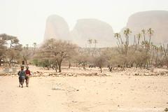 Montanhas na aldeia de Hombori