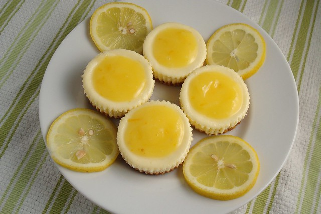 Lemon Cheesecake Cupcakes | dishingupdelights.blogspot.com/2 ...