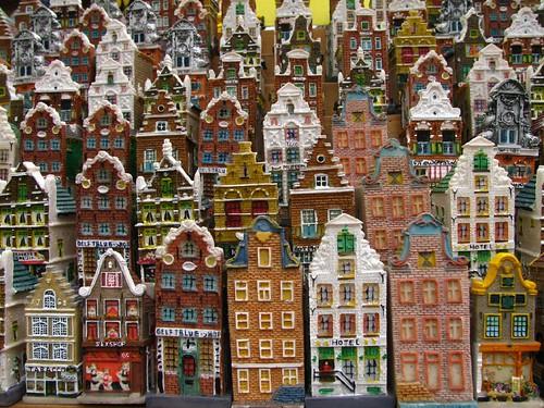 Flowermarket souvenir houses