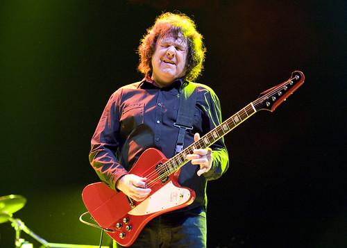 Gary moore died in spain let 39 s play guitar - Gibson gary moore ...