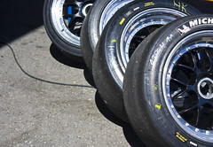 automobile(0.0), automotive exterior(0.0), vehicle(0.0), automotive design(0.0), steering wheel(0.0), bumper(0.0), tire(1.0), automotive tire(1.0), wheel(1.0), rim(1.0), formula one tyres(1.0), alloy wheel(1.0), spoke(1.0),
