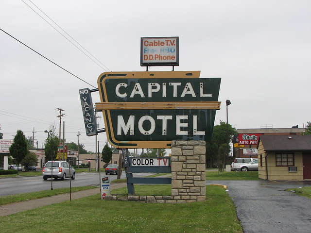 Columbus ohio capital motel sign flickr photo sharing for Columbus capitale